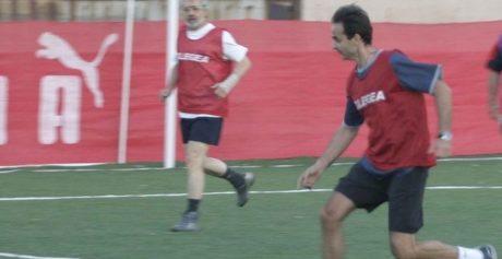 Δεν παίζει να μην είναι τρολ: Ο Κυριάκος Μητσοτάκης και νεοδημοκράτες θα παίξουν μπαλίτσα με την Εθνική Ομάδα Άστεγων