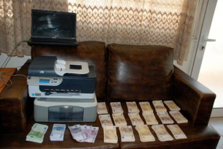 """Καταδικάστηκε πιτσιρικάς που τύπωνε πλαστά ευρώ από τον εκτυπωτή του και τα """"έσπρωχνε"""" στην Καλαμάτα"""
