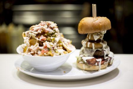 Φάγαμε τα 2 νέα burgers του Juicy Grill και -προς έκπληξη κανενός- είναι φανταστικά
