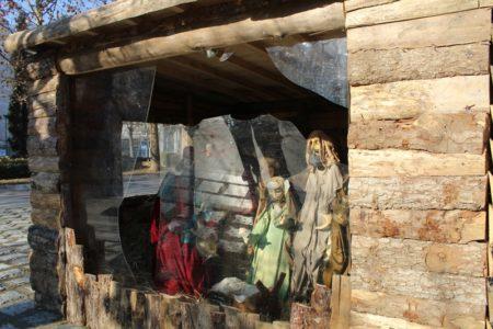 Λάρισα: Βάνδαλοι έκλεψαν το «Θείο Βρέφος» από τη φάτνη της κεντρικής πλατείας