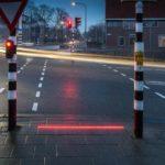 Ειδικά φανάρια για τους πεζούς που χαζεύουν στα κινητά τους λανσάρει μια πόλη της Ολλανδίας (VIDEO)