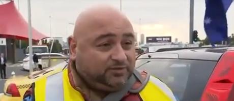 Μέγιστος Έλληνας ταρίφας στην Αυστραλία συστήνεται σε εκπομπή με το όνομα Tsim Booky (VIDEO)