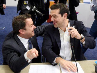 Με μια φιλική φάπα χαιρέτησε ο Αλέξης Τσίπρας τον πρωθυπουργό του Λουξεμβούργου στη Σύνοδο Κορυφής στη Μάλτα (VIDEO)