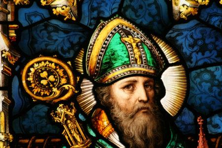 Ποιος ήταν ο Άγιος Πατρίκιος και γιατί γινόμαστε μπαούλο στα ξίδια με την ευλογία του