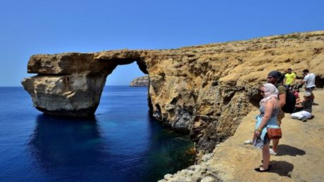 """Κατέρρευσε από την κακοκαιρία η βραχώδης αψίδα """"Γαλάζιο Παράθυρο"""" στη Μάλτα (PHOTO)"""