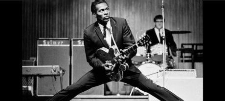 Όταν ο τεράστιος Chuck Berry μάθαινε τον άμπαλο Keith Richards πώς παίζεται το rock & roll