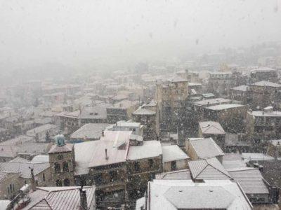 Το 2017 μας τρολάρει ασύστολα: Χιόνισε σήμερα στο Καρπενήσι