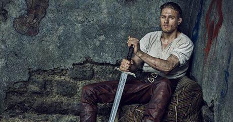 King Αrthur του Guy Ritchie: Στο νέο teaser, ο Αρθούρος αγαπάει πολύ τη σπαθάρα του (VIDEO)