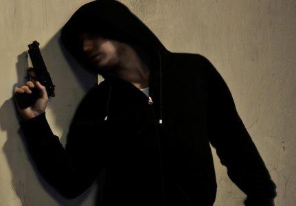 Η ιστορία του ληστή που κρύφτηκε στην ντουλάπα είναι ο λόγος που αγαπάμε την Ελληνική Αστυνομία