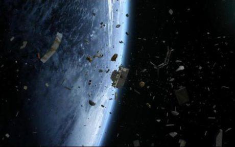 Όχι σκουπίδια και πλαστικά σε διάστημα και μαύρες τρύπες προειδοποιούν οι επιστήμονες