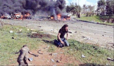 Σύριος εικονολήπτης καταρρέει μπροστά στο μακάβριο θέαμα νεκρών παιδιών
