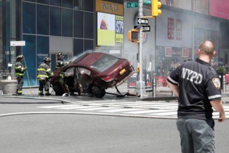 Νέα Υόρκη: Νεκροί και τραυματίες όταν αυτοκίνητο ανέβηκε σε πεζοδρόμιο χτυπώντας πεζούς στην πλατεία Times Square