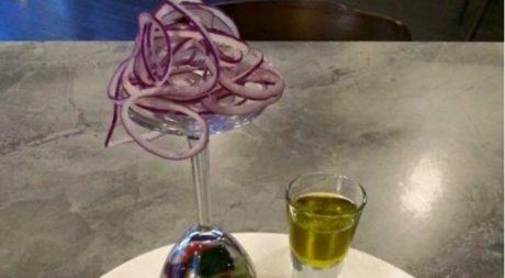 Ένα εστιατόριο στη Λευκορωσία σερβίρει την πιο γκουρμέ χωριάτικη σαλάτα στον κόσμο (PHOTO)