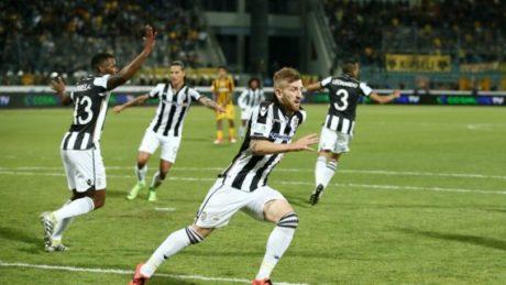 Κύπελλο Ελλάδας: Ο ΠΑΟΚ νίκησε την ΑΕΚ με γκολ οφσαιντ σε τελικό της ντροπής