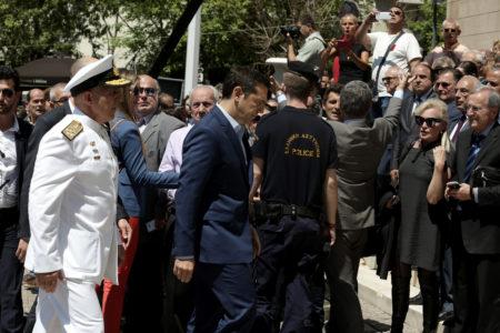 Αποδοκιμάστηκε ο Αλέξης Τσίπρας έξω από τη Μητρόπολη στην τελετή για τον Κωνσταντίνο Μητσοτάκη (VIDEO)