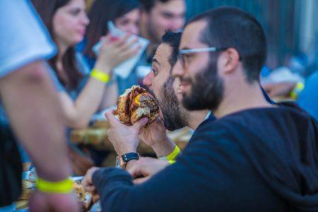 Burger Fest 2017: Πήγαμε στη μεγαλύτερη γιορτή του Burger και φάγαμε τα πάντα