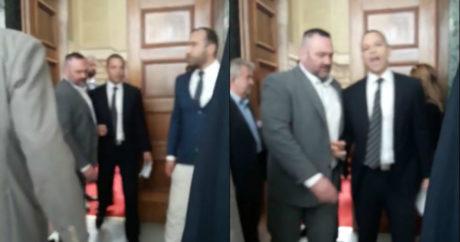 Η στιγμή της αποχώρησης του Ηλία Κασιδιάρη από τη Βουλή μετά τον διαπληκτισμό με τον Δένδια (VIDEO)