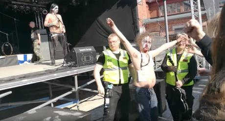 Μetal μπάντα γίνεται μπαούλο στα ξίδια και δίνει το πιο κατεστραμμένο live στη Φινλανδία (VIDEO)