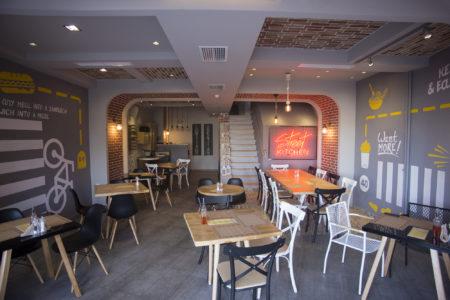 Street Kitchen: To comfort food που θέλουμε, με θέα τη θάλασσα