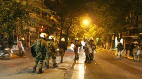 """Ο ΣΥΡΙΖΑ θέλει να """"καθαρίσει"""" τα Εξάρχεια και βάζει 40 πεζούς αστυνομικούς να κάνουν περιπολία στην πλατεία"""