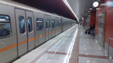 Άνδρας έχει εισβάλλει στο τούνελ του μετρό- Έκλεισαν δύο σταθμοί