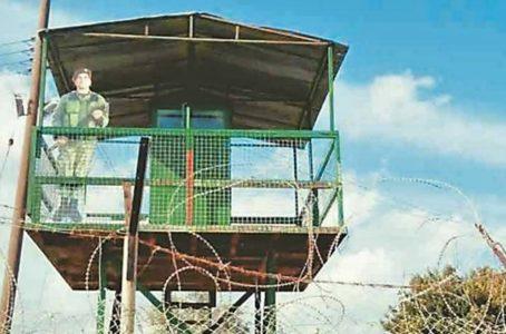 Στην Κύπρο έχουν βάλει μάχιμα σκιάχτρα να βαράνε σκοπιά αντί για στρατιώτες