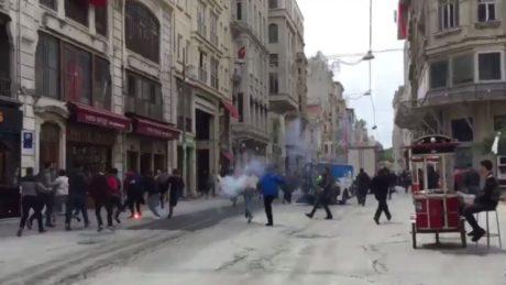 Επίθεση Τούρκων οπαδών της Φενέρμπαχτσε σε οπαδούς του Ολυμπιακού με έναν Έλληνα οπαδό μαχαιρωμένο