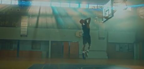 Είδαμε τη νέα διαφήμιση του Milko με τον Γιάννη Αντετοκούνμπο και τώρα είμαστε με το κεφάλι ψηλά