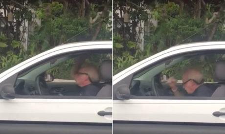 Θεός παππούς ακούει Metallica στο αμάξι του και χτυπιέται σαν πιτσιρικάς