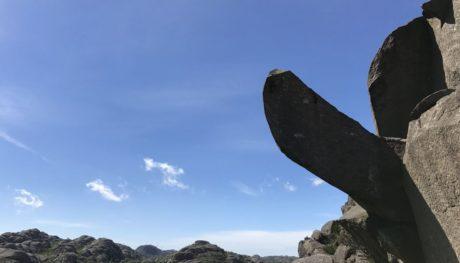 Bάνδαλοι κατέστρεψαν τον βράχο με σχήμα πέους που θαύμαζε όλη η Νορβηγία