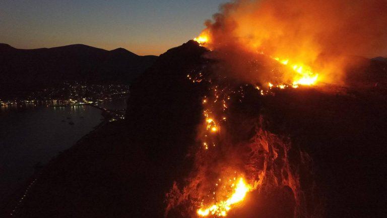 Ξέφυγαν λίγο οι Μονεμβασιώτες και έκαψαν το κάστρο τους κατά την διάρκεια εορτασμών