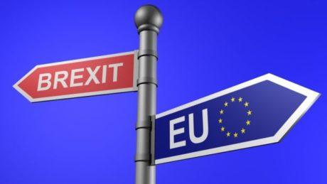 Τέρμα στην ελεύθερη μετακίνηση πολιτών της Ε.Ε με την Βρετανία βάζει η Τερέζα Μέι