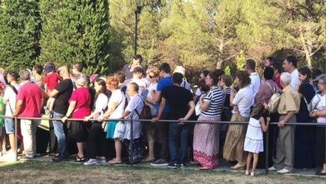 Ουρές κάνουν στη Σουρωτή Θεσσαλονίκης για να προσκυνήσουν τον τάφο του Γέροντα Παΐσιου