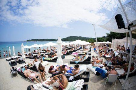 Καμπάνα από την εφορία έφαγε το «Cabana Beach Bar» στην Χαλκιδική