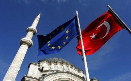 Επίσημο μπλοκάρισμα στην ένταξη της Τουρκίας στην ΕΕ καθώς εντείνεται το άσχημο κλίμα με την Γερμανία