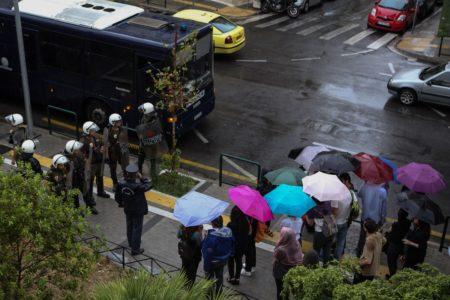 Συγκέντρωση αλληλεγγύης για την Ηριάννα έξω από το Εφετείο