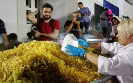 Ρεκόρ Γκίνες στη μεγαλύτερη τηγανιά πατάτας στον κόσμο επετεύχθη στη Νάξο