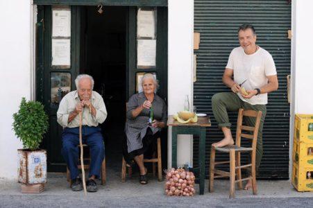 Οι φωτογραφίες από τις διακοπές του Σταύρου Θεοδωράκη διδάσκουν το απόλυτο ποιμενικό coolness