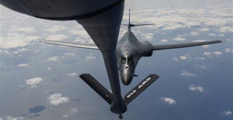 Οι ΗΠΑ απαντούν στην Β. Κορέα στέλνοντας βομβαρδιστικά αεροσκάφη στα σύνορα