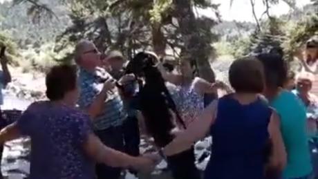 Όλοι έχουμε ένα φίλο που χορεύει σαν γίδι