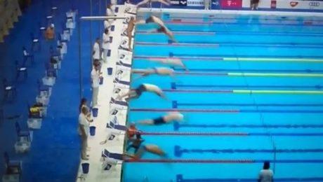 Ισπανός κολυμβητής κράτησε μόνος του ενός λεπτού σιγή για τα θύματα της Βαρκελώνης