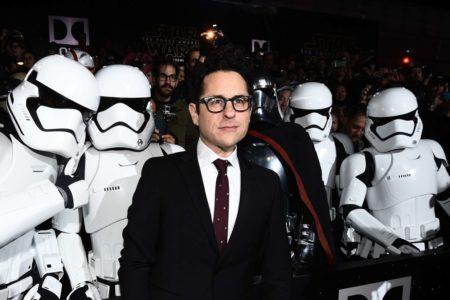 Star Wars: O J.J. Abrams είναι επίσημα ο σκηνοθέτης και του τρίτου επεισοδίου της νέας σειράς