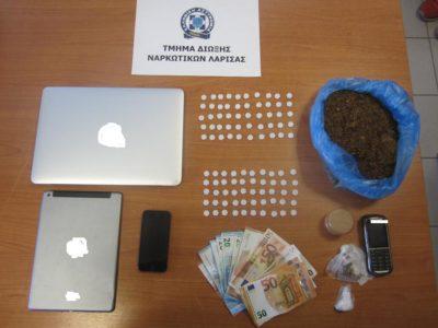 25χρονος στη Λάρισα συνελήφθη όταν παραλάμβανε φάκελο με 100 κουμπιά έκστασι έξω απ' το σπίτι του