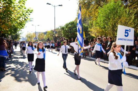 Κοζάνη: Γονείς αντιδρούν γιατί κληρώθηκε σημαιοφόρος ένας Αλβανός μαθητής Δημοτικού με χαμηλές επιδόσεις