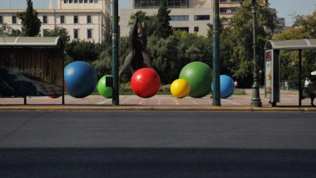 Τις μπάλες του Καμίνη θα βλέπετε πλέον κάθε μέρα στο κέντρο της Αθήνας