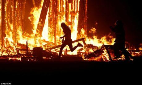 Άντρας καίγεται μέχρι θανάτου στην τελετή λήξης του φεστιβάλ Burning Man στις ΗΠΑ