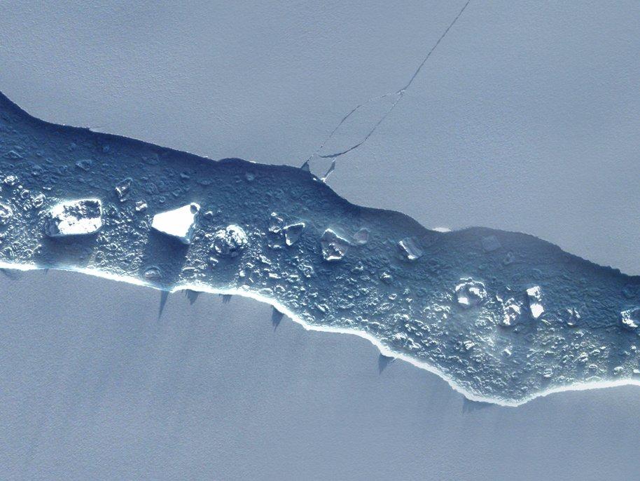 Παγόβουνο στο μέγεθος της Κύπρου κινείται προς τον Ατλαντικό