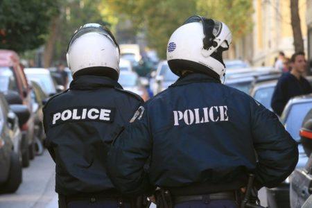 Συνελήφθησαν δύο αστυνομικοί της ΕΛ.ΑΣ. που λήστεψαν ξένο πολίτη με χολιγουντιανό τρόπο