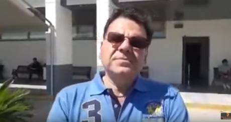 Δικαστικός επιμελητής πανηγυρίζει την κατάσχεση τοπικής επιχείρησης στο Ρέθυμνο