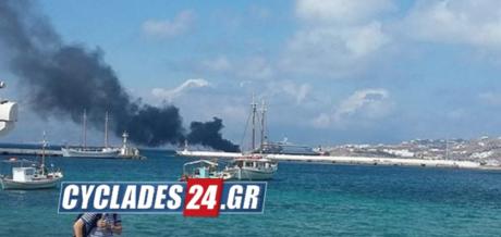 Δύο άτομα έπεσαν στη θάλασσα μετά από φωτιά που ξέσπασε σε θαλαμηγό στη Μύκονο